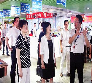 安徽省文化厅厅长袁华莅临三只松鼠考察调研