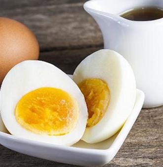 """老人经常喝""""开水冲鸡蛋"""",滴上2滴香油,有哪些功效?"""