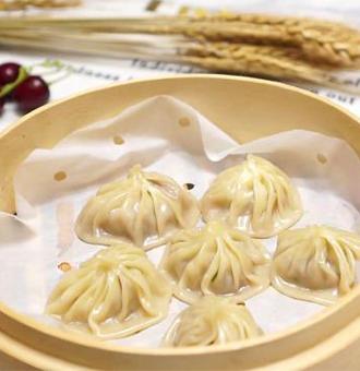 教你用饺子皮做小笼包,跟外面卖的一样的美味,皮薄馅多