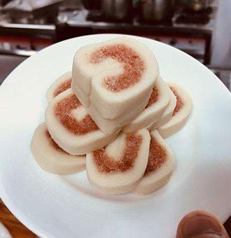 面点师教您制作入口即化的宫廷芸豆卷,喜欢面食的看过来!