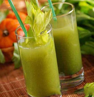 芹菜汁生喝还是熟喝,芹菜汁的功效与作用