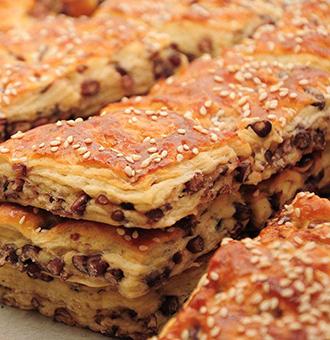 让人越吃越想吃的红豆饼,这么做香甜软糯、美味可口,小孩最爱吃