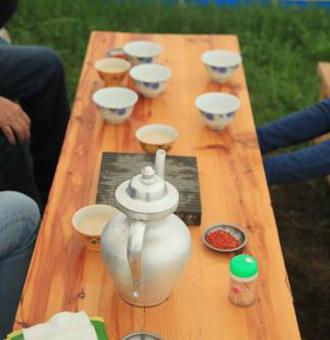 酥油茶是用什么�|西做的