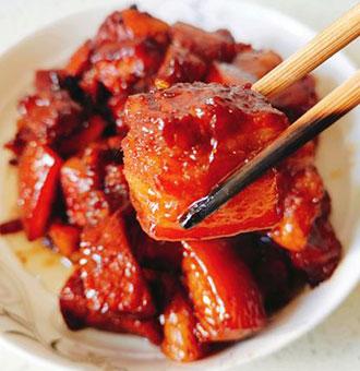 红烧肉,色泽赤酱做法简单,烹制只需3步,做好后肥而不腻还入味