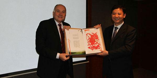 黄晓武、谌伟在上海会见波兰领事馆一等参赞