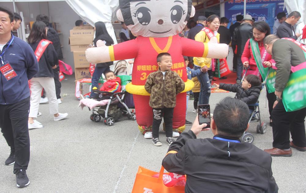 郑州糖酒会,好妞妞食品招商网是如此的受欢迎!