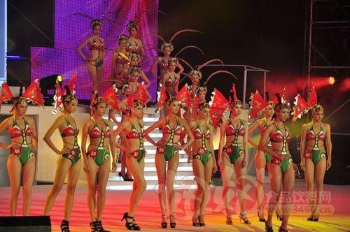 身穿以花为主题服装的模特 泰德利赞助09年环球国际模特大