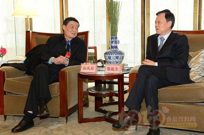 推介会结束后贵州省省长陈敏尔专门接见宗庆后董事长和高盛公司高层