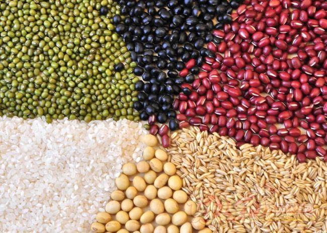 全粒小麦这样没有经过精制的自然状态下的谷物