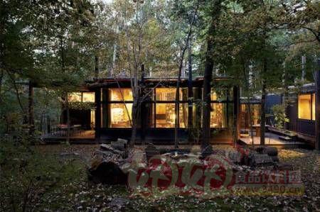 ks郡森林里的小木屋住着