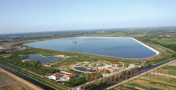 碧霞湖风景区建立景区管理委员会,新建售票亭,游客接待中心,水冲厕所