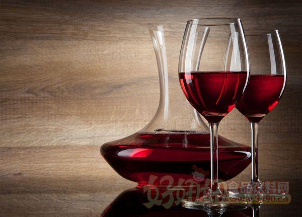 下面小编就葡萄酒的制作方法进行一些简单的描述