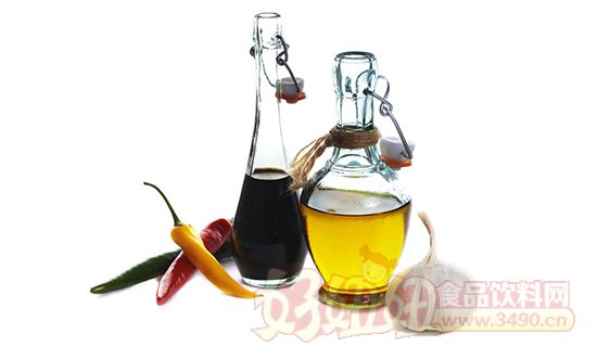 该丁烯羟酸内酯化合物被命名为FRAGLIDE 1,该研究会希望今后能活用FRAGLIDE 1,研发出改善肥胖的新食品。该研究成果将于9月7日~9日在日本油化学会上报告。 香醋在中国2000多年以前就被食用。是由玄米等发酵、熟成的调味料。FRAGLIDE研究会一直关注从香醋中发现对生活习惯病有预防和改善效果的FRAGLIDE 1,去年3月发表了对大鼠的实验结果。 此次对人的临床试验以30~60岁的男女40人(BMI值为25~30)为对象进行,让20人摄取8年熟成的香醋,其他20人摄取半年熟成的香醋,经过1