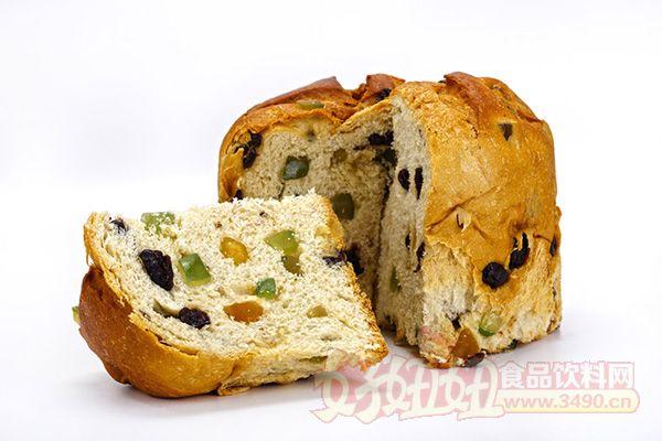 主食面包:主食面包,顾名思义,即当作主食来消费的。主食面包的配方特征是油和糖的比例较其他的产品低一些。根据国际上主食面包的惯例,以面粉量作基数计算,糖用量一般不超过10%,油脂低于6%。其主要根据是主食面包通常是与其他副食品一起食用,所以本身不必要添加过多的辅料。主食面包主要包括平项或弧顶枕形面包、大圆形面包、法式面包。 花色面包:花色面包的品种甚多,包括夹馅面包、表面喷涂面包、油炸面包圈及因形状而异的品种等几个大类。它的配方优于主食面包,其辅料配比属于中等水平。以面粉量作基数计算,糖用量12%~15%