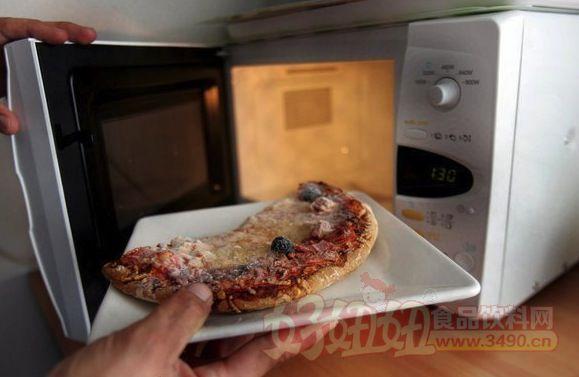 专家建议:尽量少使用微波炉加热食品