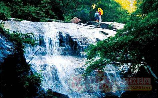 驼梁山自然风景区位于平山县西北部,主峰为平山,阜平,五台三县界峰