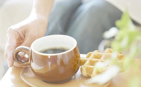 据外媒报道,美国《内科医学年鉴》刊登一项最新研究显示,喝咖啡有