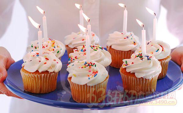 蛋糕的做法大全资讯 蛋糕怎么做好吃 > 如何制作衬衫纸杯蛋糕