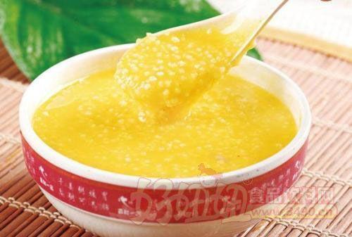 每天晚上都喝小米粥当晚饭 有着滋阴养血的功效