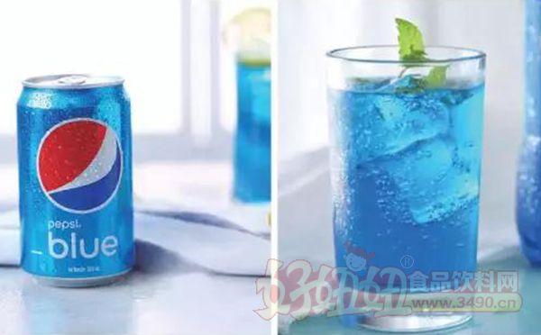 """蓝色百事可乐以""""巴厘岛有三蓝:蓝色的天,蓝色的海,还有蓝色的可乐"""""""