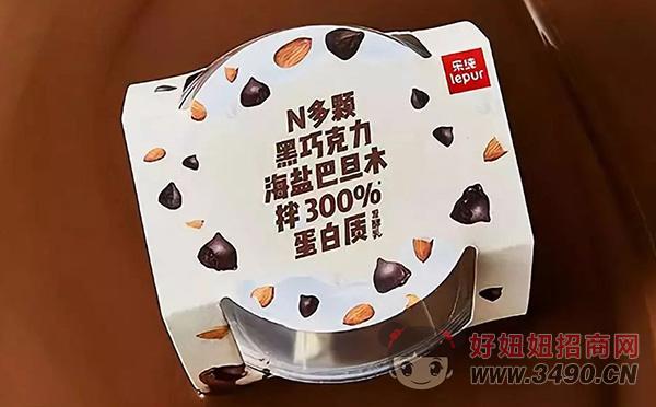 乐纯 · N300 乐享杯海盐巴旦木黑巧酸奶