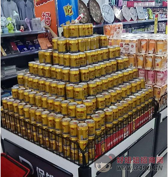泰国红牛功能饮料堆放