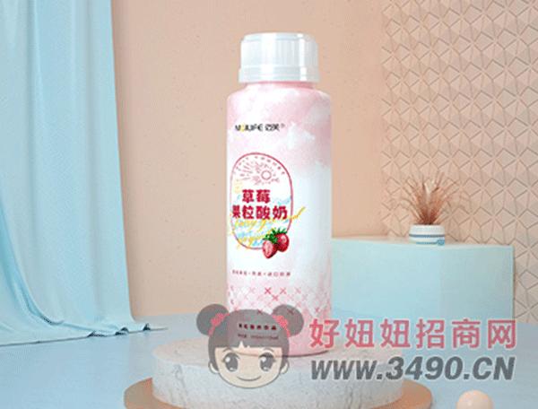 迈芙草莓果粒酸奶