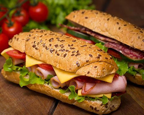 汉堡鸡翅加盟都有哪些优点了解堡彼萨汉堡加盟