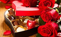 七夕送礼,为什么说玫瑰花和巧克力更相配呢?
