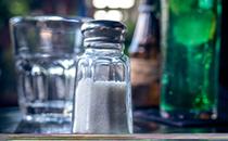 做菜时放盐的时间拿捏好 营养会加倍
