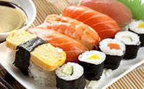 寿司可以用普通大米吗,寿司可以用糯米做吗