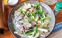 鱼头豆腐汤放料酒吗,鱼头豆腐汤放什么料