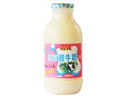 南��乳�I草莓酸牛奶