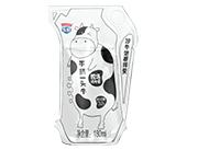 手挤一头牛?#33080;?#32431;牛奶×180ml