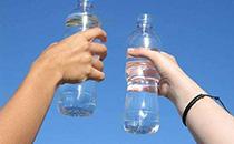 8210�V泉水�r格,8210�V泉水多少�X一瓶