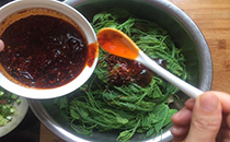 香辣面筋龙须菜的做法啊,简单方便,在家就能操作