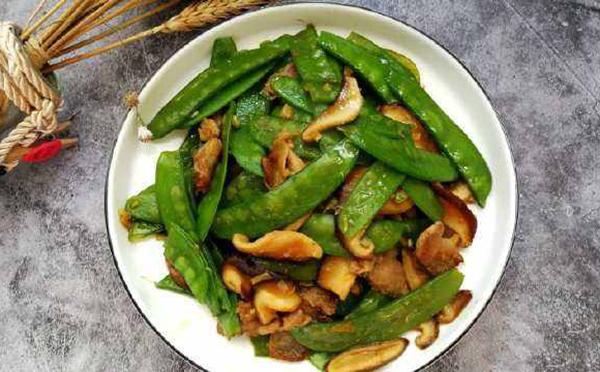 健康食谱,肉炒荷兰豆香菇,美味下饭的家常营养菜谱