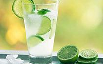 �B生喝��檬水,用多少度的水泡才最合�m?�I�B�K于�f出了答案