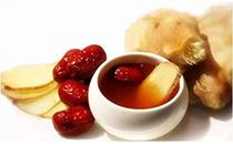 三伏天喝姜��茶可以去�w�鹊���,�@�幼�p少了每天的熬煮�r�g