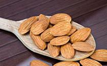 杏仁是属于坚果的吗