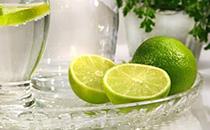想要��檬水好喝 一定要放�c它