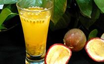 蜂蜜��檬百香果汁的做法