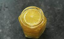 教你蜂蜜��檬水的正�_做法,��我�W,以后不用去超市�I
