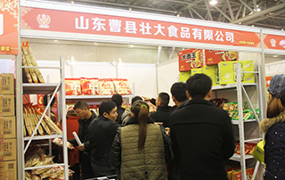"""被经销商""""围困""""的山东曹县壮大食品有限公司展位"""