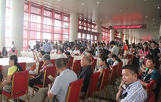 参加开幕式的领导观众以及媒体人员
