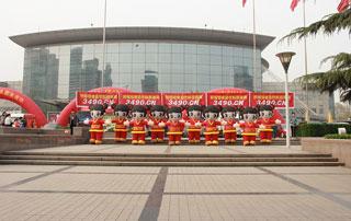 好妞妞宣传队伍在2015第十九届华北春季糖酒副食交易会上合影