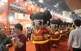 第十五届郑州糖酒会于2015年4月25日开幕,图为好妞妞宣传队伍