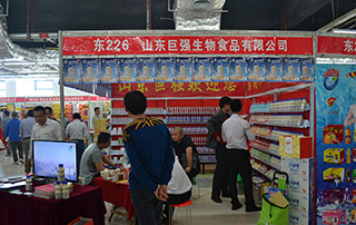 山东巨强生物食品有限公司乳酸菌、牛初乳、果汁产品在2015淄博糖酒会现场招商