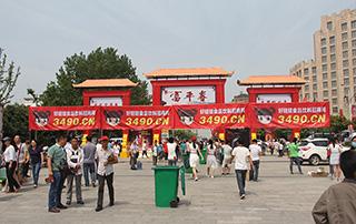 漯河食品博览会西门口只有好妞妞在坚守迎接代理商