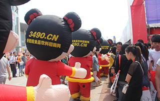 2015年漯河食品博览会上好妞妞宣传队伍